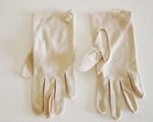 Vintage 1960s Beige Gloves