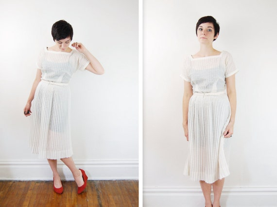 1950s Dress / 50s White Dress / Pleated Early 1950s White Dress - S/M