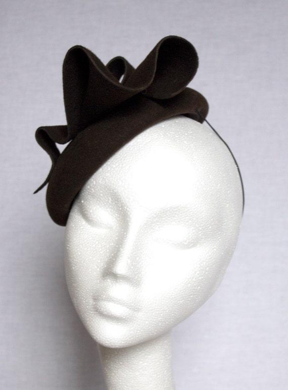 Mini felt beret with curls
