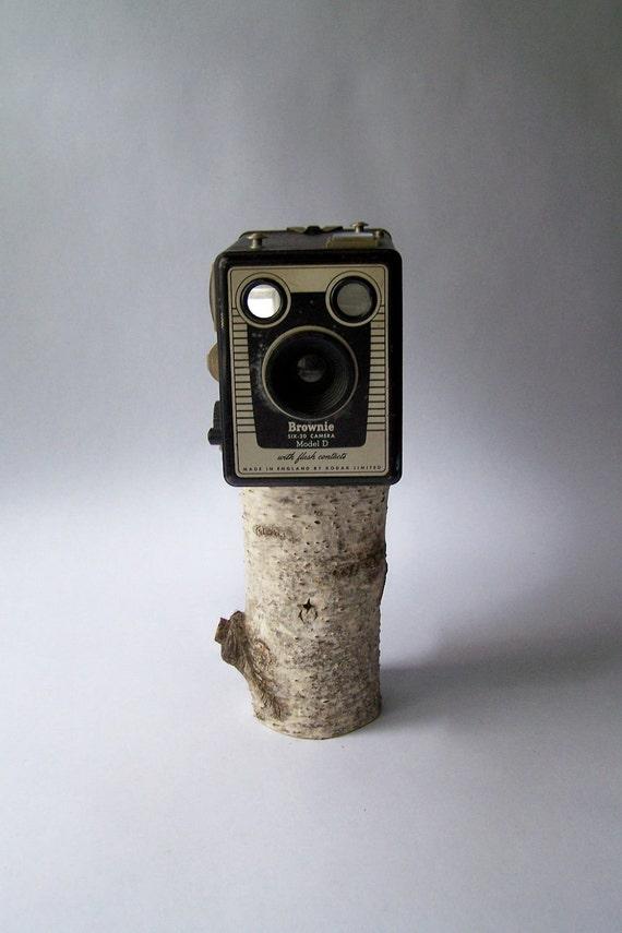 Vintage Kodak Brownie SIX-20 Model D Camera w/ Flash Contacts
