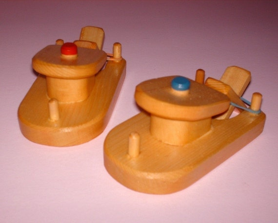 Set of 2 Wooden Toy Paddle Tug Boats Bath Fun Toys