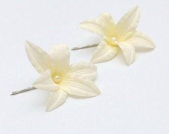 Set of 2 -  cream lilies hair bobby pin, bridal hairpieces, bridesmaids