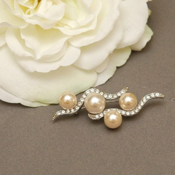 Classic silver color rhinestone brooch with ivory pearls accent