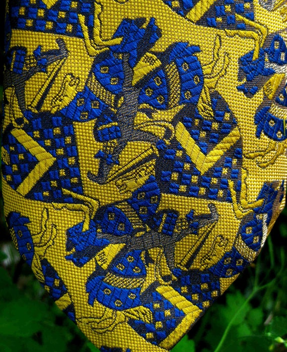 MASKED KNIGHTS, HORSES vintage tie for gifting