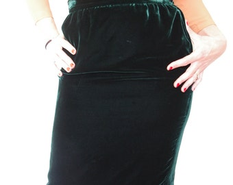 Vintage 80s UNGARO green velvet straight skirt - high waist - lined with satin - small - medium - S - M