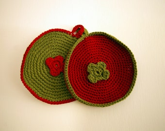 Crocheted pot holder with crocheted flower