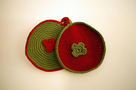 Crocheted pot holder with crocheted flower