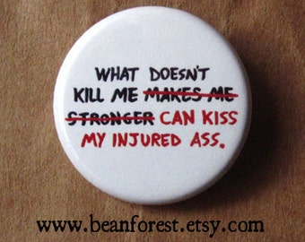 """what doesn't kill me can kiss my injured ass - 1.25"""" pinback button badge - refrigerator fridge magnet - funny joke butt booty recovery gift"""
