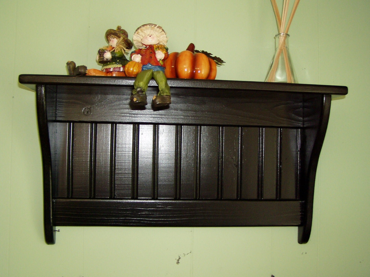 wood wall shelf display 24 inches pine painted. Black Bedroom Furniture Sets. Home Design Ideas