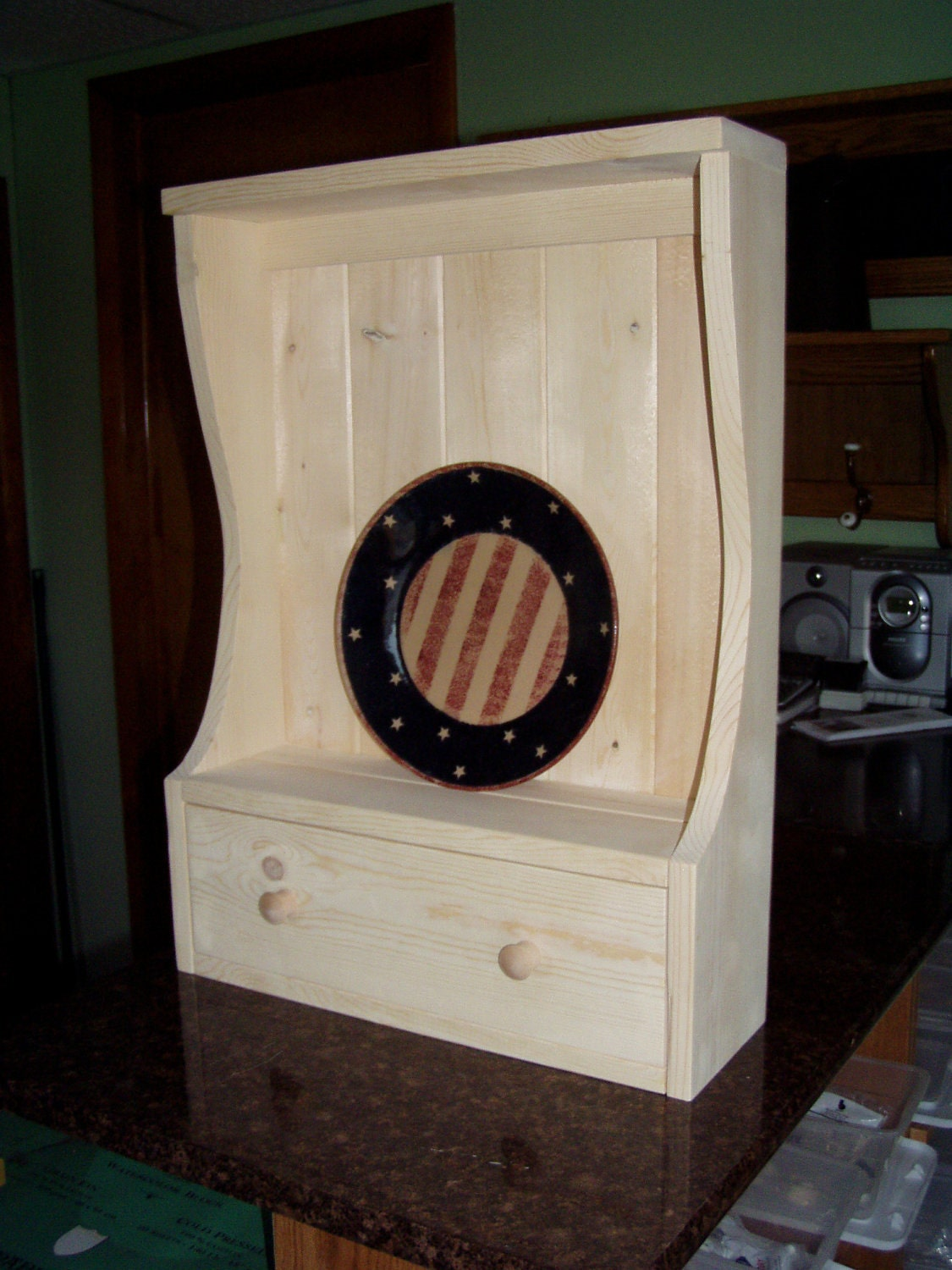 pine wood plate rack wall cabinet with 1 drawer. Black Bedroom Furniture Sets. Home Design Ideas
