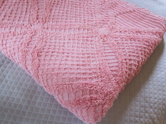 vintage  chenille  pink Heirloom spread 1940s 50s