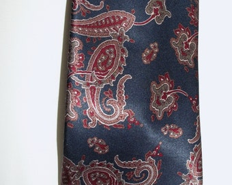 SALE Vintage Ketch Blue and Burgandy Paisley Tie