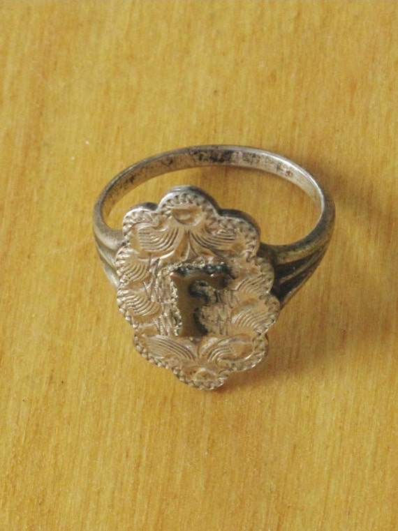 Sterling silver Initial ring. Letter F. Size 8.