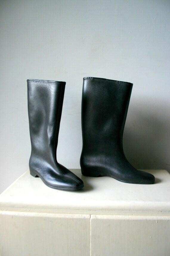 Super Cute MOD Vintage Rubber Rain Boots size 7