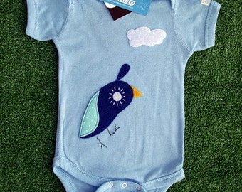 Fashionable Birdie is Talking to The Sky...