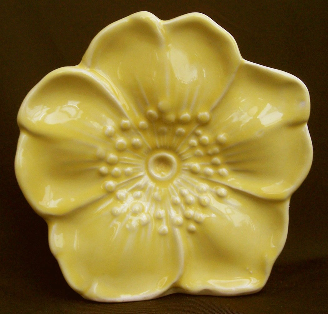 Yellow Mccoy Pottery Flower Wall Pocket Planter 1940s Vase