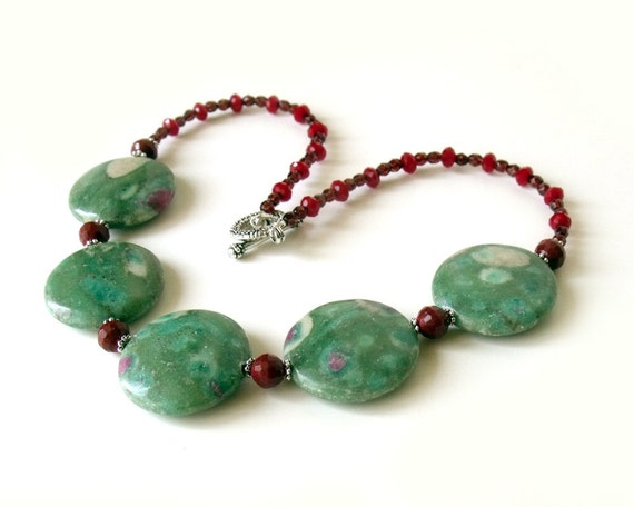 Choker necklace ruby in zoizite natural stone for summer prom necklace