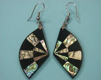 Rare beautiful collectible vintage 1970s unused earhangings designed by worldknown Hawaiian designer/artist Lee Sands