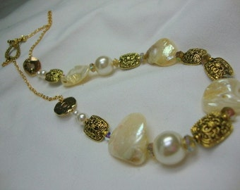 Classic Elegance with Gold and Pearls Bridal Wedding Special Occasion Necklace