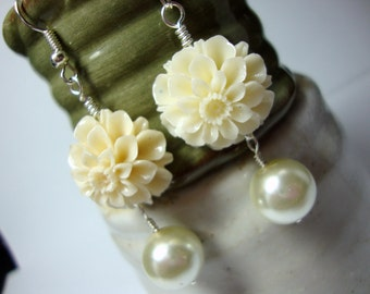 Ivory Flower & Pearl Earrings