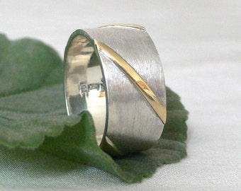 Diagonal Stripes Wide Unisex Band in 14k Gold & Silver