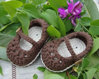 Crochet baby Mary Jane chocolate and cream - ready to ship