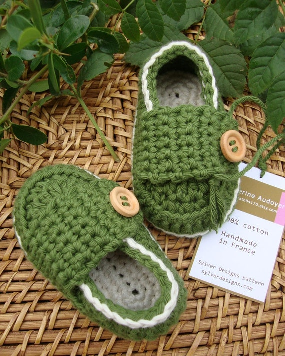 BABY BOOTIES LITTLE LOAFERS GREEN AND CREAM  - SIZE 3/6 MONTHS