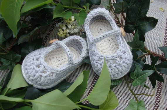 Baby booties Mary Jane pearl grey and cream size 3/6 months