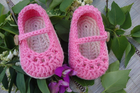 Crochet mary Janes dark pink and cream size 3/6 months