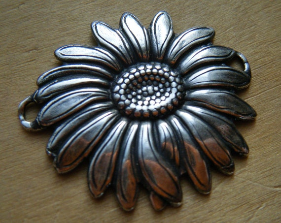 Sunflower Connector Trinity Brass 1 piece in Antiqued Silver or Vintage Patina F731-AS