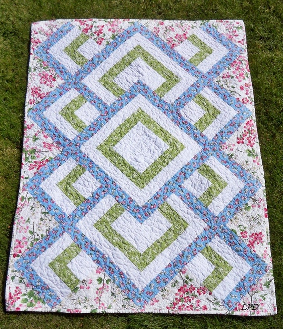 Dogwood Trail Itsy Bitsy Spider Quilt 38 x 50 toddler lap quilted