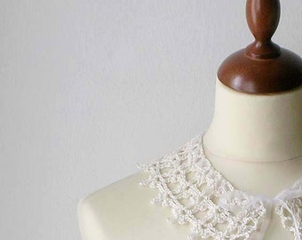 Hand Crocheted White Collar Necklace