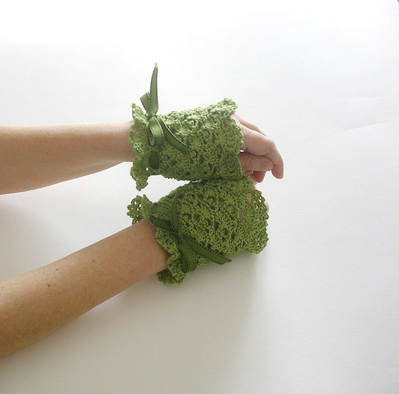 Green Lace Cuffs  Bridal Victorian Style Wedding