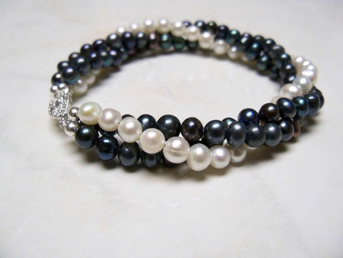 black and white pearl bracelet twisted freshwater pearl. Black Bedroom Furniture Sets. Home Design Ideas