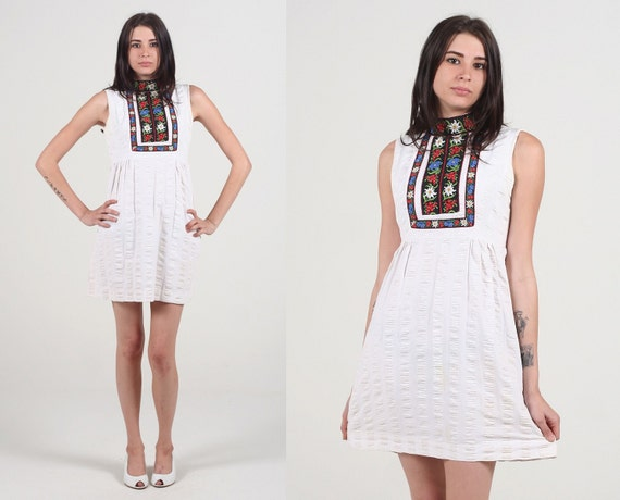 Vintage 60s Embroidered White Floral Mod Babydoll Mini Dress S M