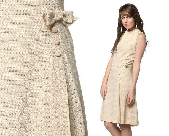 60s Mod Dress Cream Eyelet Bow 1960s Scooter Mad Men Vintage Pleated Sleeveless Mini Button Cocktail Metal Zipper Plus Size Extra Large XL