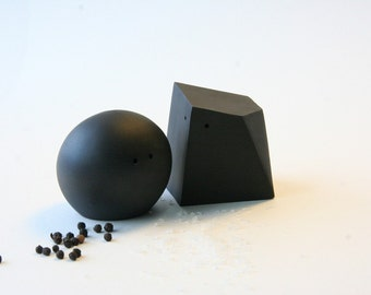 Salt and Pepper Shakers (Black and Black)