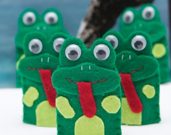 Five Green and Speckled Frogs -- finger puppet set
