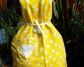 "Yellow Print Bib Apron with ""MOM"" embroidered on doily pocket"