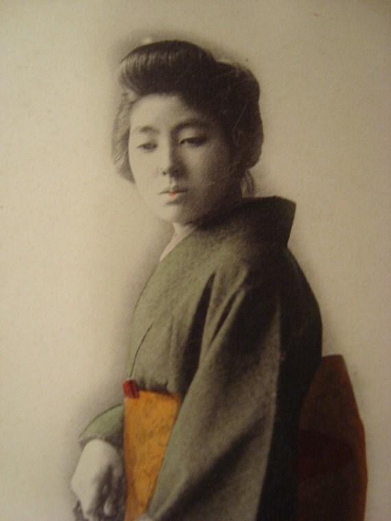 Vintage Japanese Geisha Maiko with umbrella Postcard