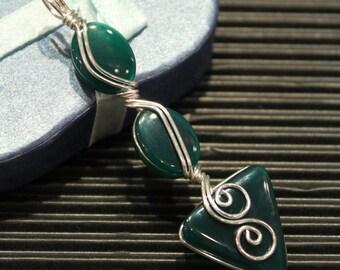 Beautiful Green Agate ... Swirls in Sterling Silver Wire Pendant