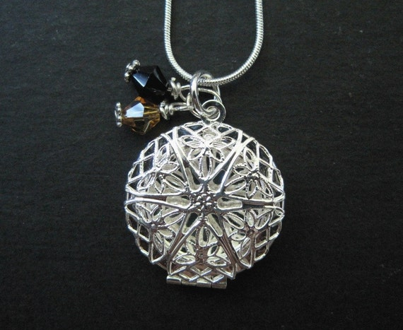 Peek-a- Boo Filigree Locket Necklace. Sterling Silver.