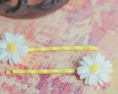 Lucite White Daisy Yellow Bobby Pins