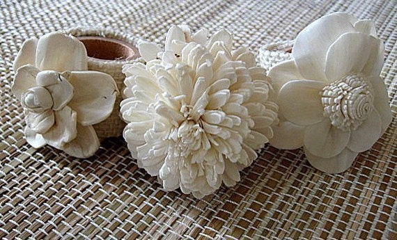 IN BLOOM - Set of 6 elegant, paper flower, napkin rings. houseofpeltier