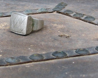 Vintage Incised Tuareg Silver Alloy Amulet or Talisman Ring