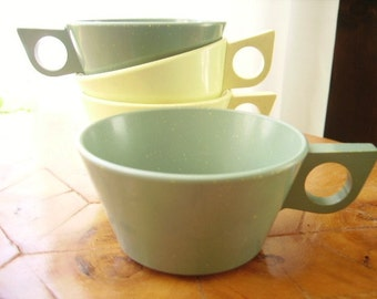 Vintage Cups Melmac Green Yellow 50s Set of 4