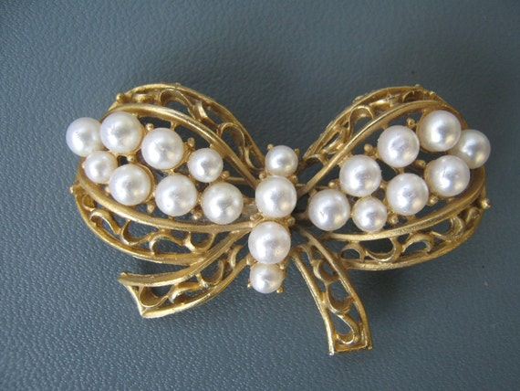 Vintage Pearl Brooch Butterfly/ Bow