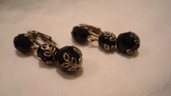 SALE*** Vintage 50's  Dangle Black Sphere Clip on Earrings