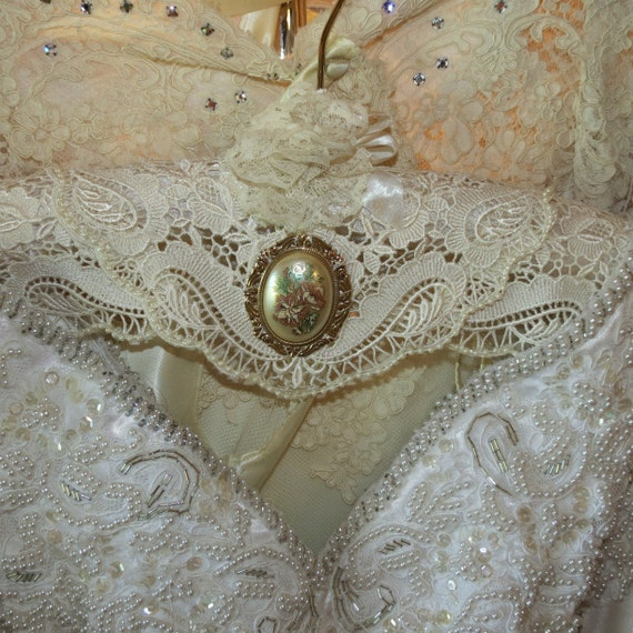HANGER COUTURE - Rhinstone Brooch - Padded WeDDING HANGeR - Ecru Lacey Lace Trim with Flower Brooch