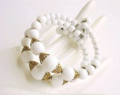 20% OFF SALE Vintage Bracelet 1950s white Milkglass memory wire